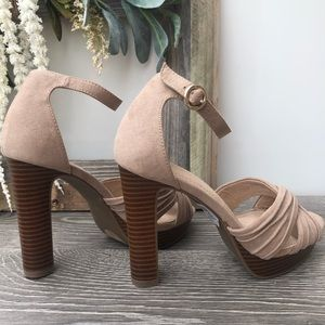 Cato platform heels Taupe/ Beige Faux Suede Size 6